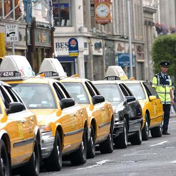 A Las Vegas cab driver found 300,000 US dollars which had been left in a bag in his vehicle