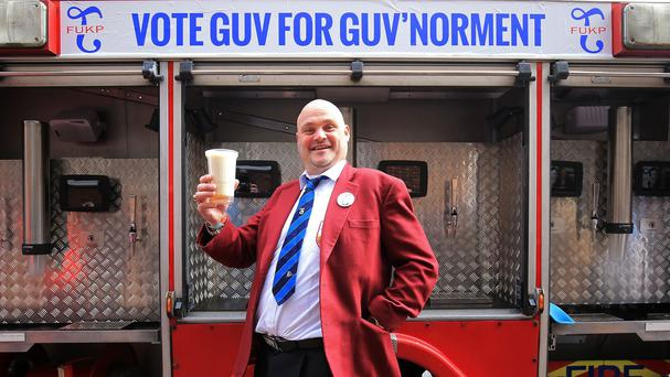 Comic Al Murray's pledge to cut 1p off the price of a pint has won him support
