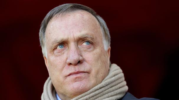 Dick Advocaat has agreed to stay on as Sunderland manager