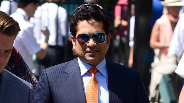 Sachin Tendulkar was bowled over by offers of help after apparently missing his bus in Oxfordshire