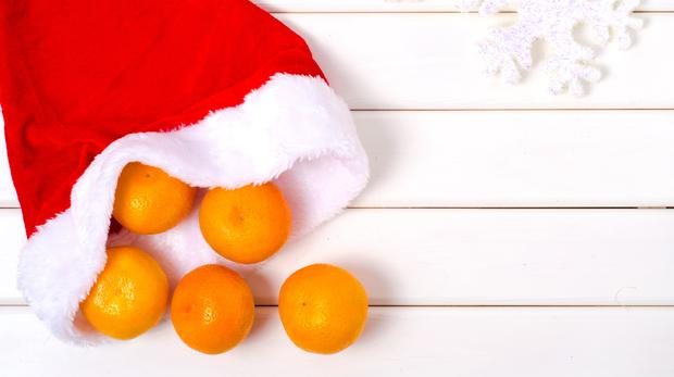 Mandarins with Santa hat (GettyImages)
