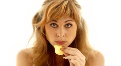 Eating crisps is a tricky business (dolgachov/Getty Images)