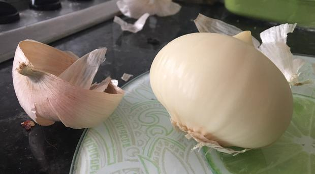 The internet is fascinated by this garlic which is just one solid clove all the way round