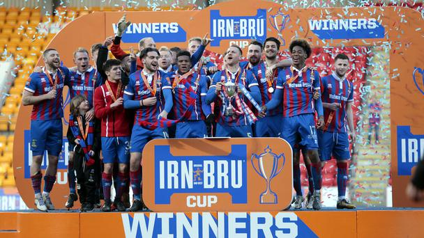 Inverness Caledonian Thistle celebrate winning the Irn-Bru Cup
