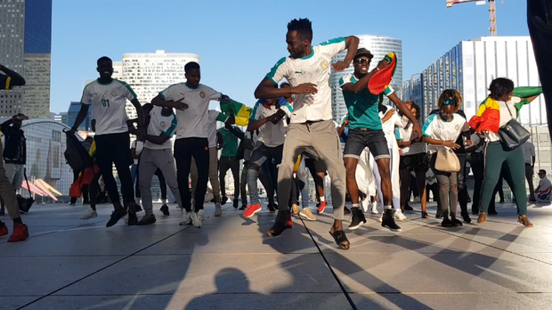 Senegal fans the world over are having a dance in support. (@mathieu_keviin/Twitter)