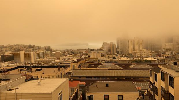 The sky over San Francisco turns a different colour – (@RickZuzow/Twitter)