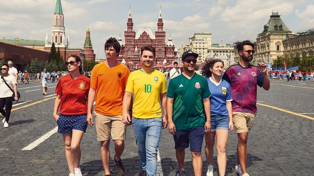 Six activists produce the rainbow flag with football shirts – (Javier Tles)