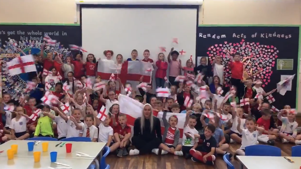 """Schoolkids """"shout come on England"""" (@LFAWG/Twitter)"""