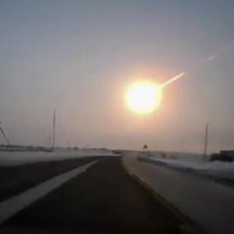 A meteor streaked across the sky in the Chelyabinsk region, causing sharp explosions (AP/Nasha gazeta)
