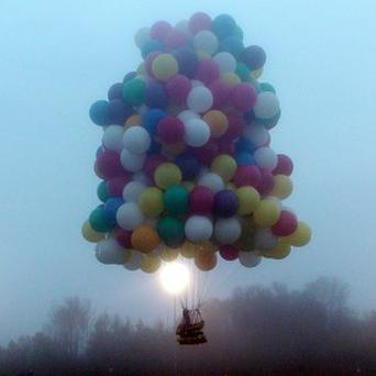 Jonathan Trappe lifts off using hundreds of helium-filled balloons (AP/Mark McBreairty)