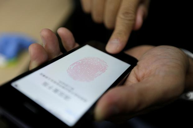 German group claims to have hacked Apple iPhone fingerprint
