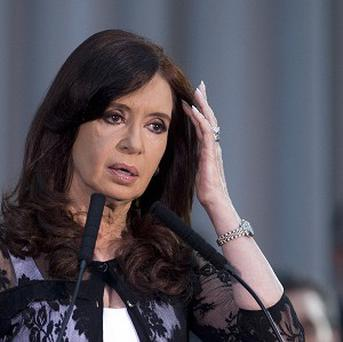 Argentina's President Cristina Fernandez has accused leading newspapers of lying and defaming her