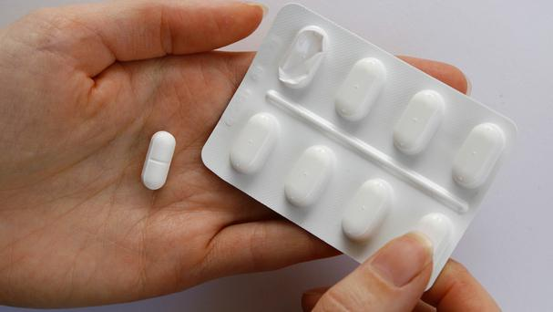 The pharmaceutical company which makes the drug Tamiflu has rejected research claiming it is no better than paracetamol