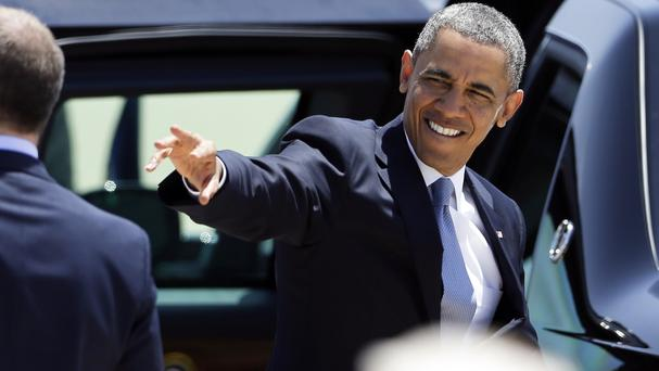Barack Obama waves after arriving in California on Air Force One to attend a political fundraiser