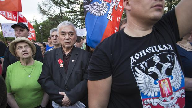 Activists gather in support of pro-Russian fighters who live in Donetsk (AP Photo/Alexander Zemlianichenko)