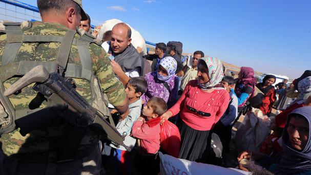 Syrian refugees arrive at the Turkish border near Suruc. (AP)