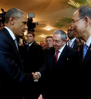 Barack Obama (L) and his Cuban counterpart Raul Castro shake hands as U.N. Secretary General Ban Ki-moon (R) looks on