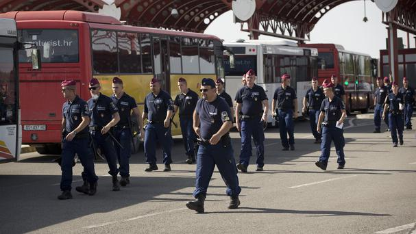 Police surround Croatian buses carrying migrants at the Hungarian border. (AP)