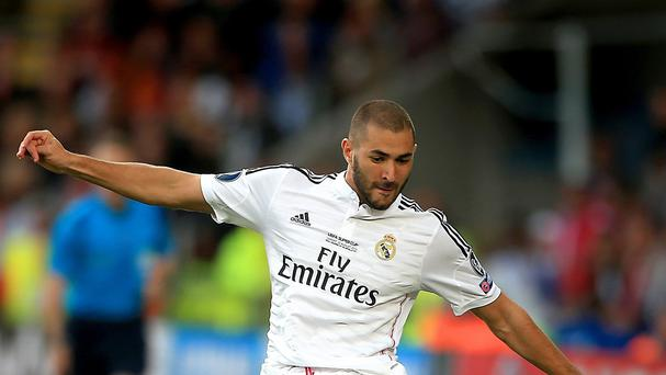 Real Madrid's Karim Benzema plays for Real Madrid