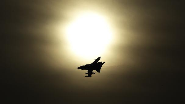 Air strikes on Raqqa in Syria have reportedly killed at least 32 IS militants