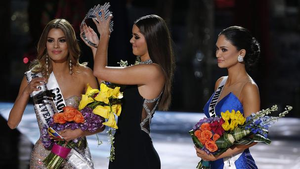 Oops Former Miss Universe Paulina Vega, centre, removes the crown from Miss Colombia Ariadna Gutierrez, left, before giving it to Miss Philippines Pia Alonzo Wurtzbach, right (AP)