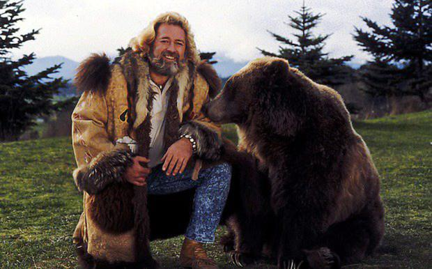 Rapport: Dan Haggerty with bear Ben as Grizzly Adams