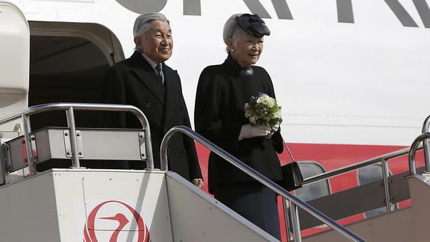 Emperor Akihito and Empress Michiko leave for the Philippines (AP)