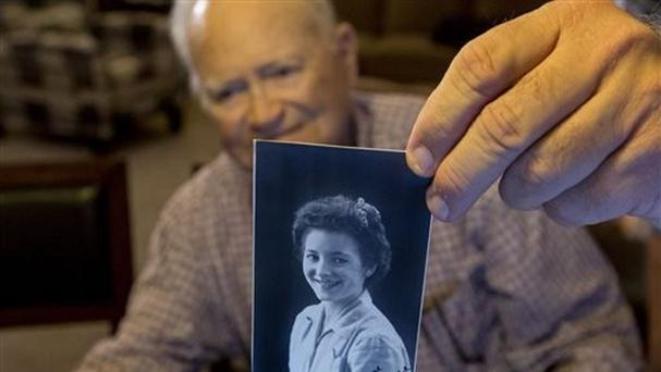 Norwood Thomas with a photo of wartime sweetheart Joyce Morris (Bill Tiernan/Virginian-Pilot/AP)