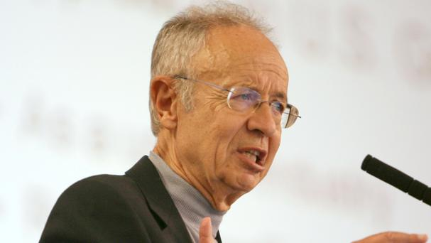 Andy Grove delivers the keynote speech on plug-in hybrid vehicles at the Plug-In 2008 conference in San Jose, California (AP)