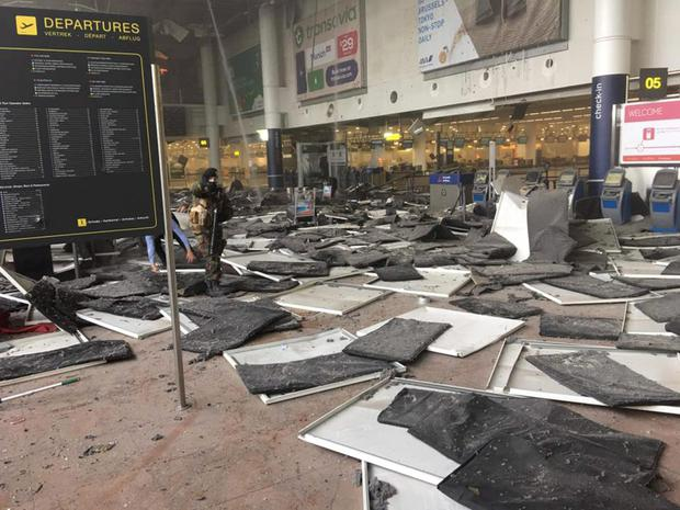 A soldier is seen at Zaventem airport after a blast occurred. Photo: Reuters