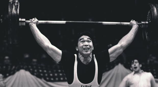Tommy Kono has died aged 85 (AP)