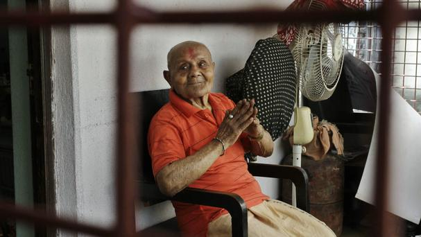 Indian bodybuilder Manohar Aich, who has died aged 104 (AP)