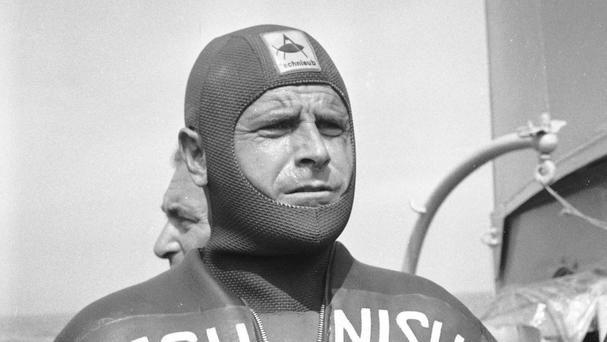 Famed free diver Enzo Maiorca has died at the age of 85, the Italian navy says (AP)