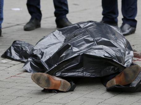The covered body of Denis Voronenkov is seen outside a hotel in central Kiev Reuters