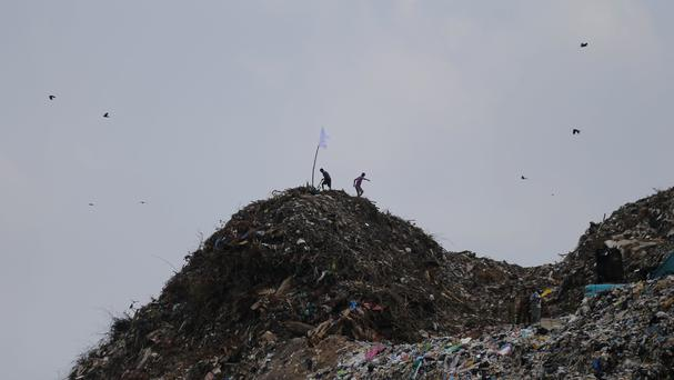 10 killed in Sri Lanka as massive mound of garbage collapses