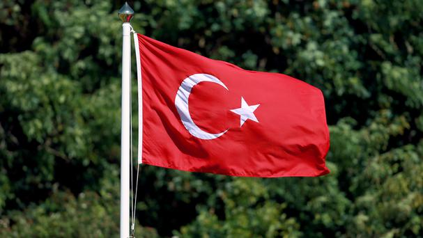 Turkey's main opposition party is to challenge the outcome of the country's April 16 referendum on expanding presidential powers.