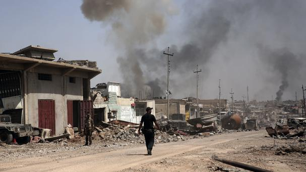Iraqi troops push for last ISIL holdouts in Mosul