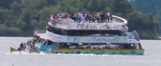 A tourist ferry sinks in the Guatape reservoir in Colombia June 25, 2017 in this still image taken from video obtained from social media. Photo: Reuters