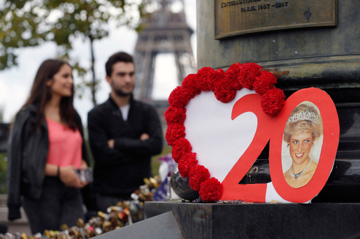 A red heart-shaped bouquet of flowers is displayed in front of the Flame of Liberty statue near the Pont de l'Alma tunnel where Princess Diana died in a car crash in Paris 20 years ago. Photo: Getty Images