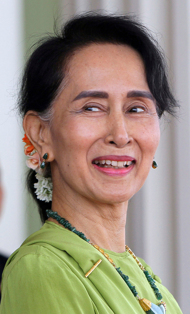 Myanmar's State Counsellor Aung San Suu Kyi, waits for India's Prime Minister Narendra Modi to arrive for their meeting at the President House in Naypyitaw, Myanmar. Photo: AP