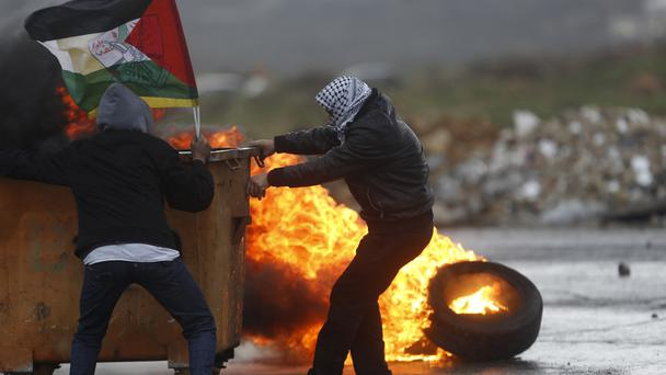 Palestinians clash with Israeli troops (AP)