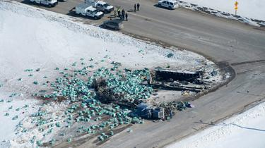 15 killed as lorry collides with junior hockey team's bus in Canada