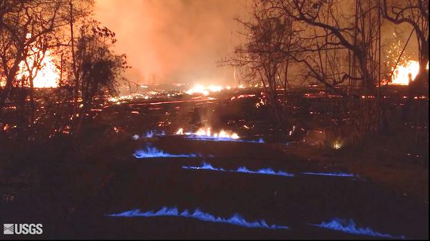 Blue flames in the Leilani Estates neighbourhood