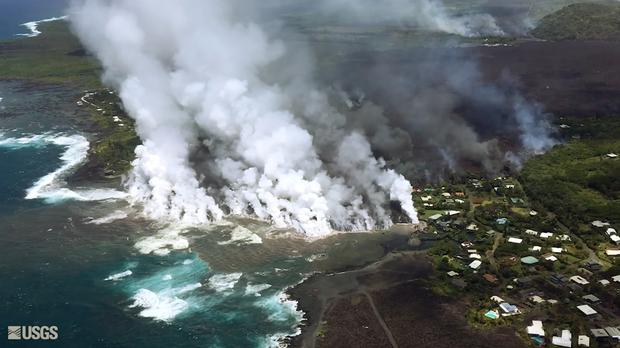 Lava from a fissure flows into the ocean at Kapoho Bay (U.S. Geological Survey via AP)