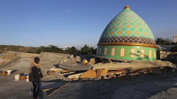 Locals view the devastation of a collapsed Jamiul Jamaah Mosque in Bangsal, North Lombok (Tatan Syuflana/AP)