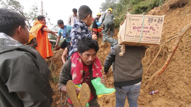 Relatives of miners in Itogon township are evacuated (Jayjay Landingin/AP)