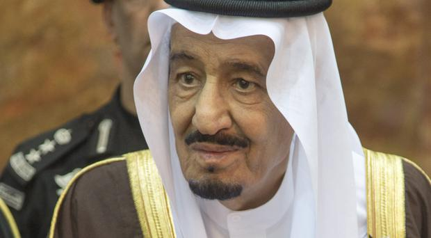 Saudi king tries to ease pressure over Khashoggi