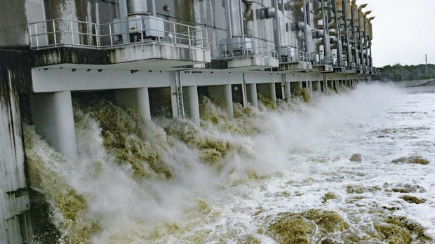 Pumps are started at the Gulf Intracoastal Waterway West Closure Complex (AP)