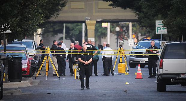 Dayton police look for evidence after the mass shooting (Marshall Gorby/Dayton Daily News/AP)