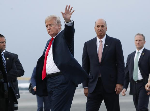 Donald Trump is joined by Gordon Sondland, second from right, in July 2018 (Pablo Martinez Monsivais/AP)